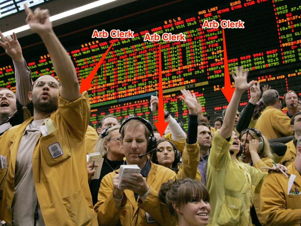 Начинающим Трейдерам - наброски Arb-clerks-use-hand-signals-to-provide-quotes-of-where-the-market-is-trading