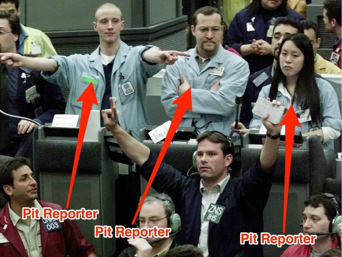 Начинающим Трейдерам - наброски Pit-reporters-document-the-trades-and-display-them-on-the-big-board
